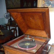 Gramófonos y gramolas: ANTIGUA GRAMOLA O GRAMOFONO DE CAJA. SOLO RECOGIDA BARCELONA. Lote 27838150