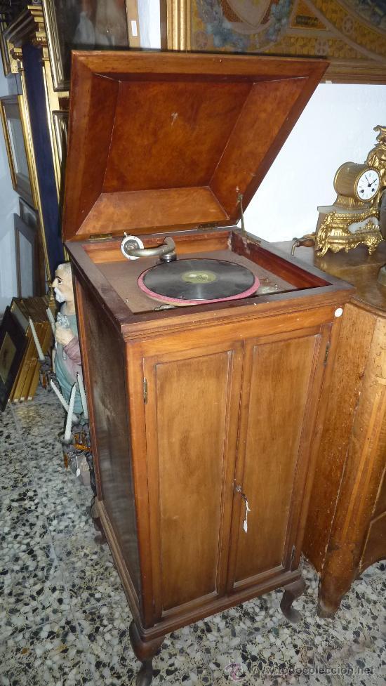 Gramófonos y gramolas: Antigua gramola o gramofono de caja. Solo recogida Barcelona - Foto 2 - 27838150