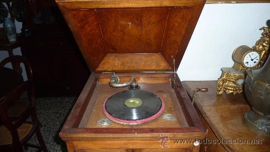 Gramófonos y gramolas: Antigua gramola o gramofono de caja. Solo recogida Barcelona - Foto 3 - 27838150