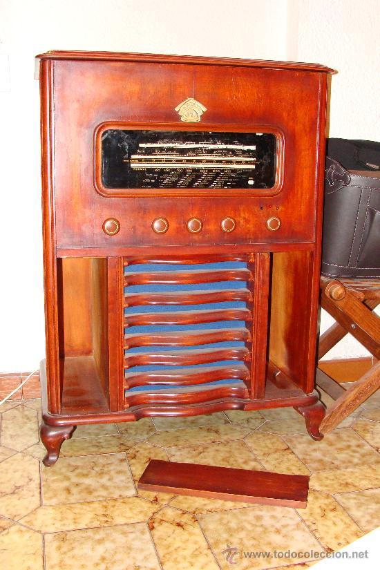 ANTIGUA Y PRECIOSA RADIO - GRAMOLA RESTAURADA PARCIALMENTE (Radios, Gramófonos, Grabadoras y Otros - Gramófonos y Gramolas)