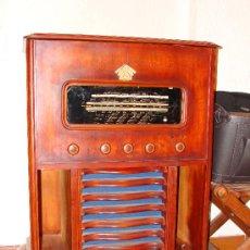 Gramófonos y gramolas: ANTIGUA Y PRECIOSA RADIO - GRAMOLA RESTAURADA PARCIALMENTE. Lote 30397337
