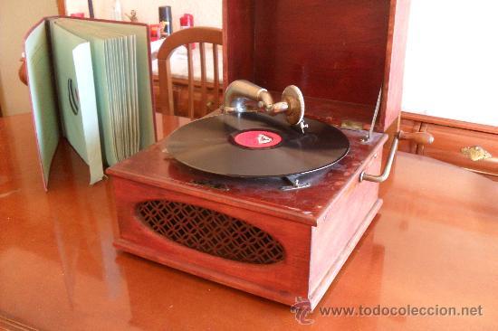 Gramófonos y gramolas: bonito gramofono Pathe con album de discos,la Voz de su amo - Foto 2 - 30806480