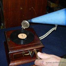 Gramófonos y gramolas: GRAMOFONO CASA ERVITI. Lote 30995967