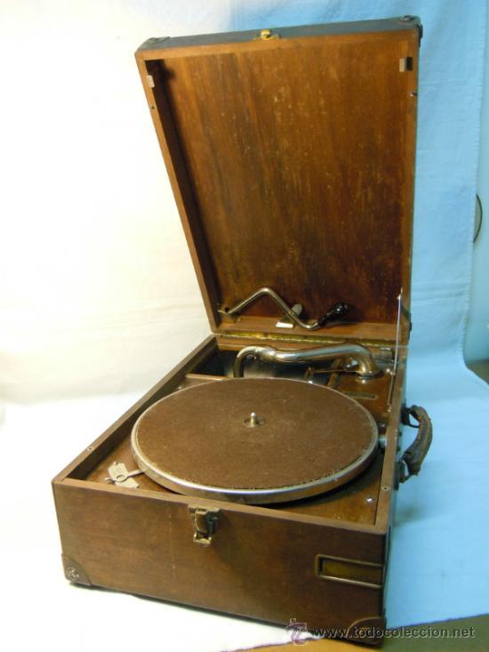 ANTIGUA GRAMOLA EN CAJA DE MADERA (Radios, Gramófonos, Grabadoras y Otros - Gramófonos y Gramolas)