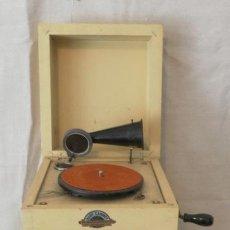 Gramófonos y gramolas: RARO RARISIMO, CURIOSO GRAMOFONO ORIGINAL GRAMOPHONE PHONOGRAPHE MUEBLE DE NIÑO BABY CABINET. Lote 36349011