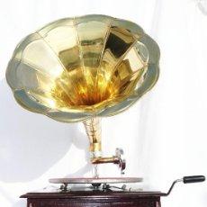 Gramófonos y gramolas: PRECIOSA GRAMOLA CUADRADA GRAMOFONO ESTILO AÑOS 20 RETRO VINTAGE HIS MASTER VOICE. Lote 97017228