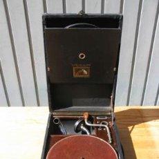 Gramófonos y gramolas: ANTIGUA GRAMOLA DE CAJA DE LA CASA CESAR VICENTE, ESTUCHE Y DISCOS INCLUIDOS.. Lote 36690811