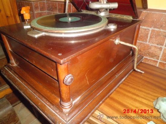GRAMOFONO DE MUEGLE DE SOBREMESA EN MADERA DE ROBLE, FUNCIONANDO (Radios, Gramófonos, Grabadoras y Otros - Gramófonos y Gramolas)