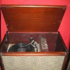 Gramófonos y gramolas: GRAMOFONO CON MUEBLE MAGNASONIC DE LA MARCA MAGNAVOX.. Lote 26675534