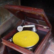 Gramófonos y gramolas: GRAMOFONO PARA RESTAURAR, 48X45X32. Lote 37605507