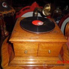 Gramófonos y gramolas: GRAMOFONO ANTIGUO, ORIGINAL DE LA MARCA LA VOZ DE SU AMO, FUNCIONANDO PERFECTAMENTE . Lote 37818940