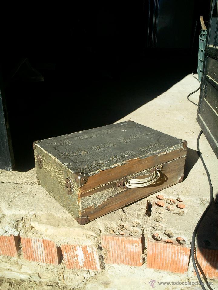 Gramófonos y gramolas: Gramola de maleta marca Victoria - funciona. - Foto 3 - 40663444