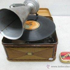 Gramófonos y gramolas: ANTIQUISIMO GRAMOFONO DE LA MARCA BING -CON MECANISMOA CUERDA,MADE IN GERMANY. Lote 40887802