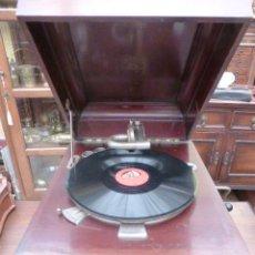 Gramófonos y gramolas: ANTIGUA GRAMOLA O GRAMOFONO AMERICANO DE LA MARCA BRIDGESPORT CONN, FUNCIONANDO, VER VIDEO.. Lote 43838688