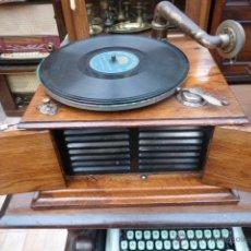 Gramófonos y gramolas: GRAMOFONO O GRAMOLA ANTIGUA DE LA MARCA VENI VIDI VICI FUNCIONANDO . VER VIDEO.. Lote 43838844