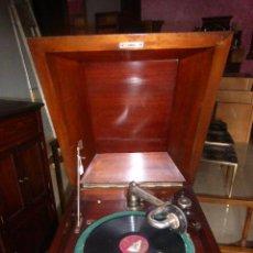Gramófonos y gramolas: ANTIGUO MUEBLE CON GRAMOFONO DE LOS AÑOS 20, FUNCIONANDO. . Lote 44899773