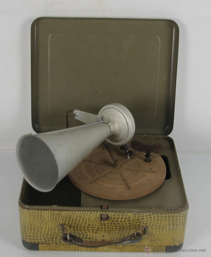 GRAMOFONO PORTATIL DE CAMPAÑA. MECANISMO DE RESORTE. PRNC. S XX. (Radios, Gramófonos, Grabadoras y Otros - Gramófonos y Gramolas)