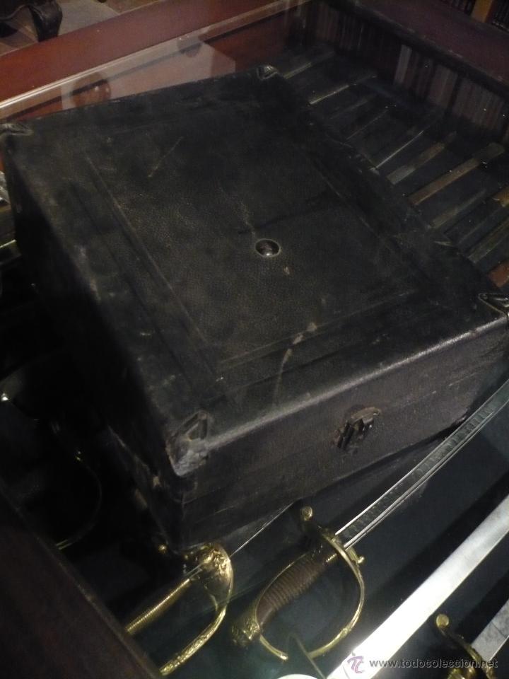 Gramófonos y gramolas: Gramola, Gramófono o tocadiscos antiguo portatil, marca Pathé Paris, en perfecto funcionamento - Foto 2 - 49190015