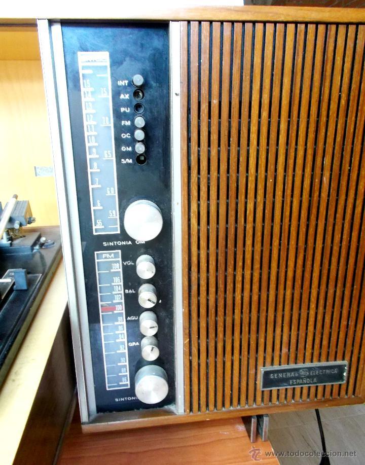 Gramófonos y gramolas: ANTIGUO MUEBLE TOCADISCOS O GRAMOFONO CON RADIO Y ALTAVOCES INCORPORADOS. AÑOS 60 - Foto 9 - 65944663
