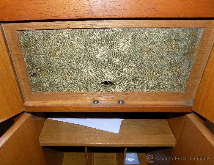 Gramófonos y gramolas: gramofono de mueble, funcionando, buen estado - Foto 7 - 52934478