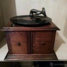 Gramófonos y gramolas: GRAMOFONO MADERA. Lote 53392447