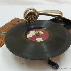 Gramófonos y gramolas: GRAMÓFONO PORTÁTIL. MERMOD. FUNCIONA.. Lote 54397506