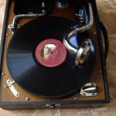 Gramófonos y gramolas: GRAMOLA MALETA LA VOIX DE SON MAITRE. Lote 54486901