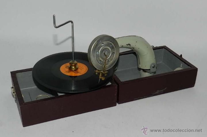 ANTIGUO GRAMOFONO PORTATIL, CON DISCO DE PIZARRA DE MARIA BLANCA, TAL Y COMO SE VE EN LAS FOTOGRAFIA (Radios, Gramófonos, Grabadoras y Otros - Gramófonos y Gramolas)