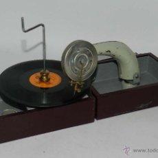 Gramófonos y gramolas: ANTIGUO GRAMOFONO PORTATIL, CON DISCO DE PIZARRA DE MARIA BLANCA, TAL Y COMO SE VE EN LAS FOTOGRAFIA. Lote 54781050