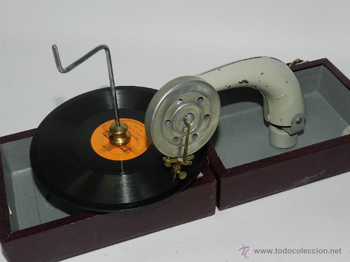 Gramófonos y gramolas: ANTIGUO GRAMOFONO PORTATIL, CON DISCO DE PIZARRA DE MARIA BLANCA, TAL Y COMO SE VE EN LAS FOTOGRAFIA - Foto 2 - 54781050