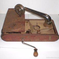 Gramófonos y gramolas: CURIOSO GRAMOFONO PORTATIL. THORENS (MADE IN SWITZERLAND). Lote 56462553