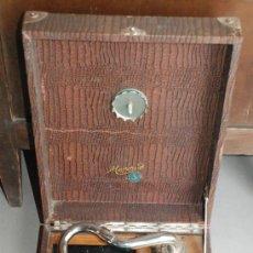 Gramófonos y gramolas: ANTIGUO GRAMÓFONO DE MALETA. Lote 56890080