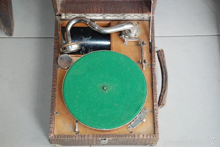 Gramófonos y gramolas: ANTIGUO GRAMÓFONO DE MALETA - Foto 3 - 56890080