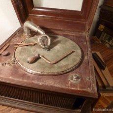 Gramófonos y gramolas: GRAMOFONO . Lote 68133487