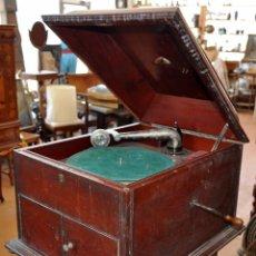 Gramófonos y gramolas: ANTIGUA GRAMOLA DE SOBREMESA DE LA VOZ DE SU AMO. Lote 57663439
