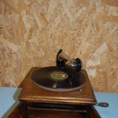 Gramófonos y gramolas: GRAMOLA RCA VICTOR EN ESTADO DE FUNCION. Lote 57905953