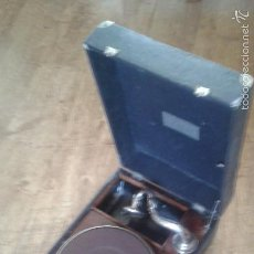 Gramófonos y gramolas: GRAMOLA GRAMÓFONO PORTATIL. Lote 58082125