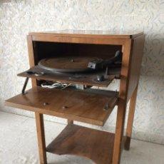 Gramófonos y gramolas: MUEBLE CON TOCADISCOS 220 V. Lote 58656821