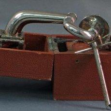 Gramófonos y gramolas: GRAMÓFONO PORTÁTIL PICNIC PETER PAN GRAMOPHONE AÑOS 30 FUNCIONA. Lote 58683205