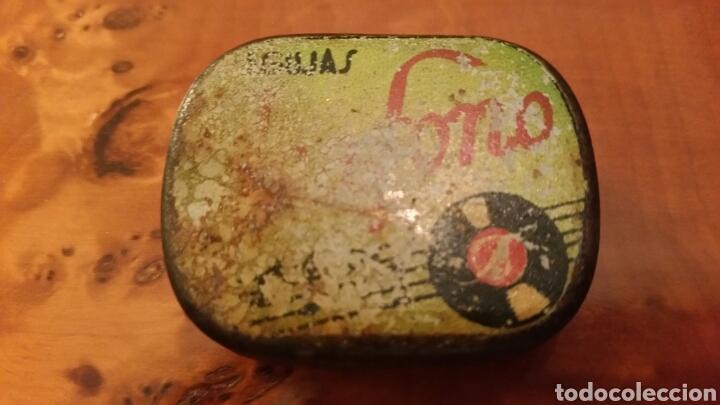 MUY ANTIGUA CAJA DE LATA - CAJITA DE AGUJAS DE GRAMÓFONO. MARCA ICAFONO (INDALECIO CARMONA). (Radios, Gramófonos, Grabadoras y Otros - Gramófonos y Gramolas)