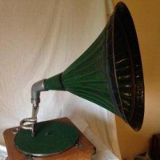 Gramófonos y gramolas: GRAMOLA CAPENCHO COLOR VERDE. MARCA APOLO. Lote 66956846