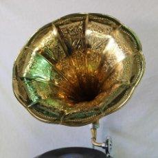 Gramófonos y gramolas: GRAMOFONO LA VOZ DE SUS AMO - HIS MASTER'S VOICE. Lote 175559299