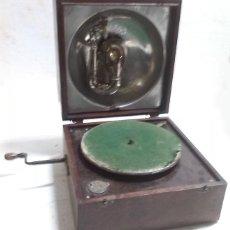 Gramófonos y gramolas: GRAMOLA ANTIGUA FABRICADA EN MALAGA. Lote 74948318