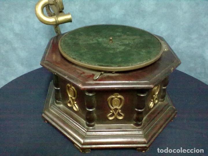GRAMOFONO OCTOGONAL PARA ARREGLAR (Radios, Gramófonos, Grabadoras y Otros - Gramófonos y Gramolas)