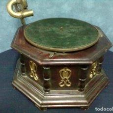 Gramófonos y gramolas: GRAMOFONO OCTOGONAL PARA ARREGLAR. Lote 69586001