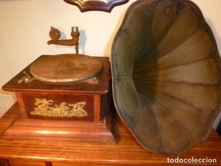 GRAMOFONO CON TROMPA (Radios, Gramófonos, Grabadoras y Otros - Gramófonos y Gramolas)