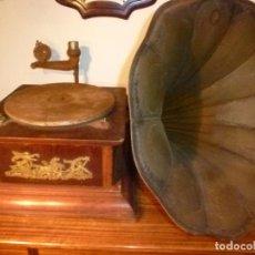 Gramófonos y gramolas: GRAMOFONO CON TROMPA. Lote 70063485