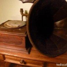 Gramófonos y gramolas: CAJA DE GRAMOFONO CON TROMPA. Lote 70064349