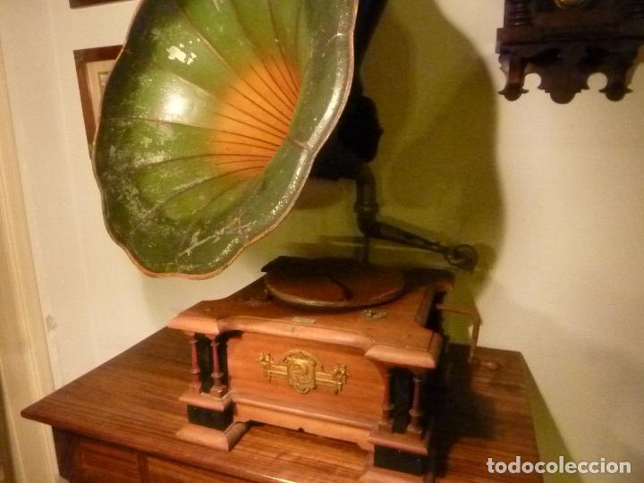 CAJA DE GRAMOFONO CON TROMPA (Radios, Gramófonos, Grabadoras y Otros - Gramófonos y Gramolas)