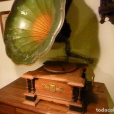 Gramófonos y gramolas: CAJA DE GRAMOFONO CON TROMPA. Lote 70064569